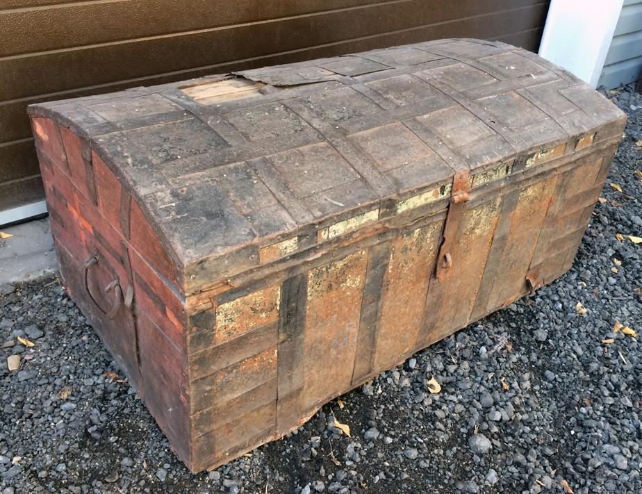 Сколько стоит старинный сундук фото